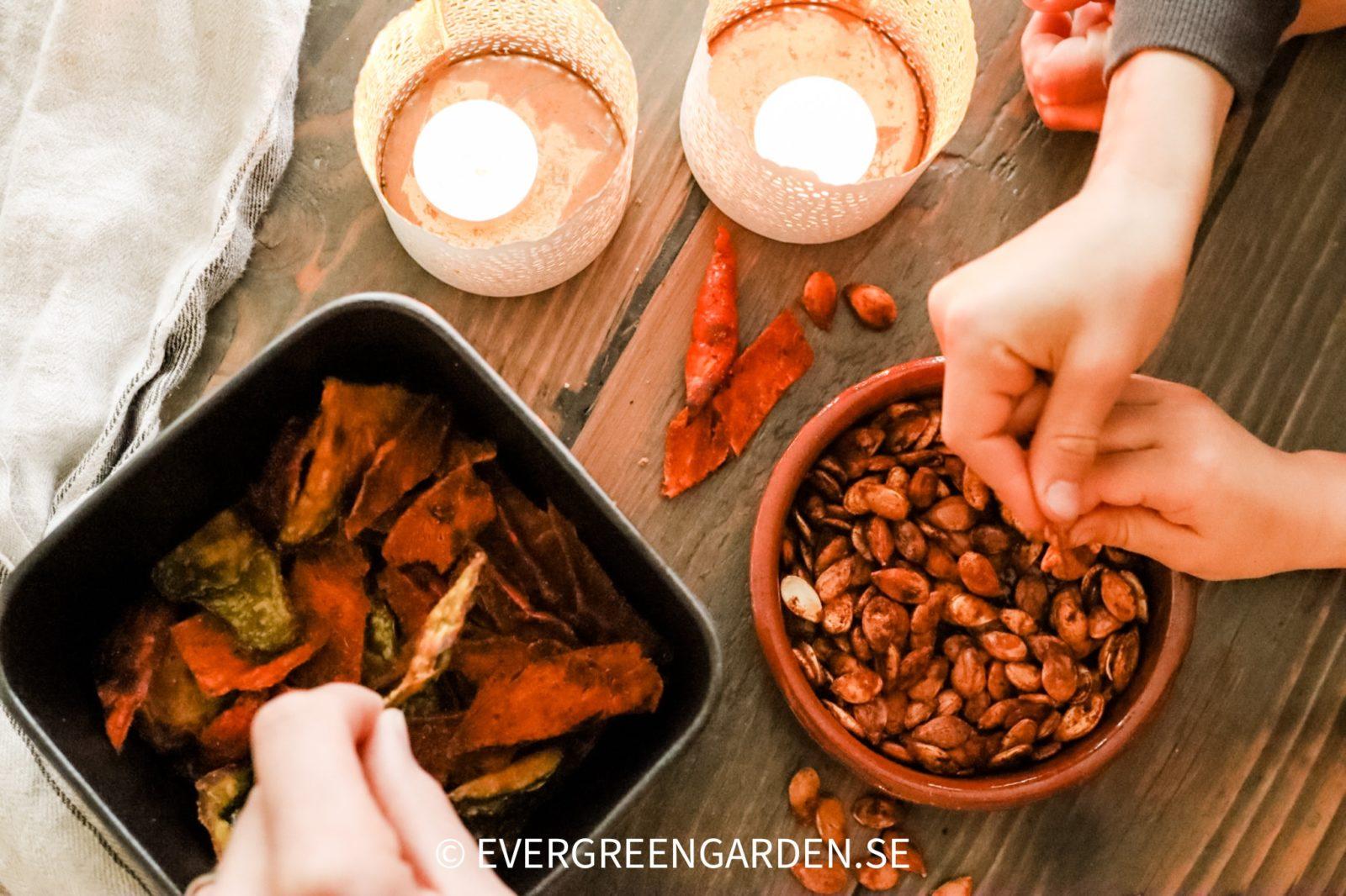 recept rostade pumpakärnor och Pumpaskalschips